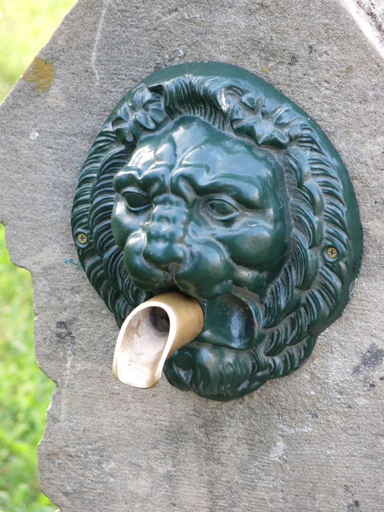 Val d'Osne Style Lions Head Fountain and Basin from France, 18th-19th Century In Good Condition For Sale In LOS ANGELES, CA