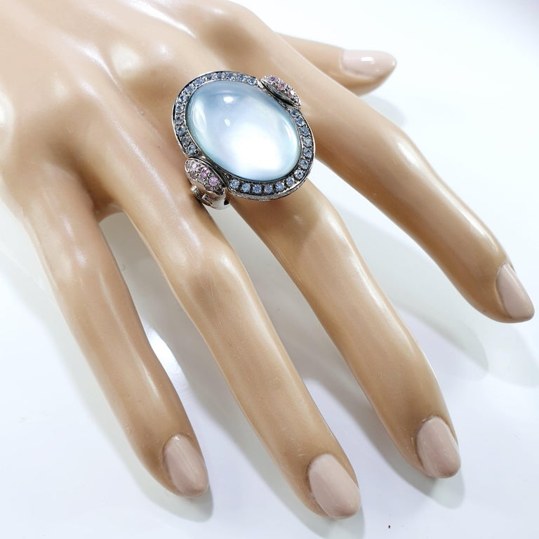 Valente Double Face Mother of Pearl 18 Karat Gold Ring with Diamonds & Sapphires In New Condition For Sale In Bilbao, ES