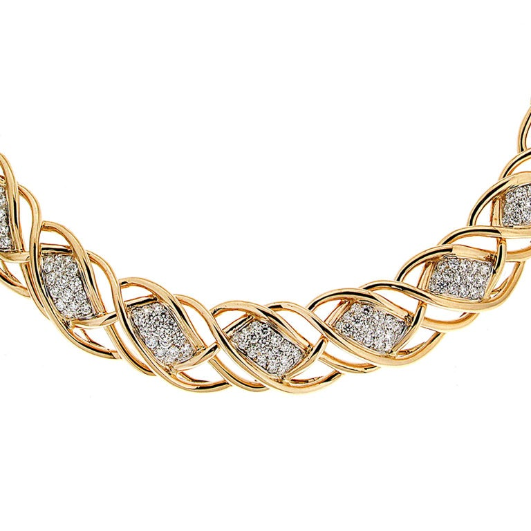 Valentin Magro Curvy Twisted Gold Line Necklace with Diamond Pave Motifs In New Condition For Sale In New York, NY