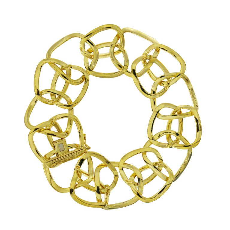 This bracelet's 18k yellow gold cushion shaped links are between a square and oval in form. They alternate between one wide element and narrower double pieces. A discrete clasp allows the design to continue uninterrupted. This piece is 0.93 inches