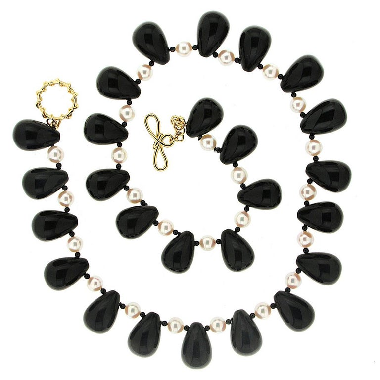 Valentin Magro Onyx Akoya Pearl Necklace alternates with bright and dark. Black onyxes are shaped into large drops, flanked with smaller spheres. Between each ball is a pearl. Their white bodycolors stand against the onyxes, as do their pink and