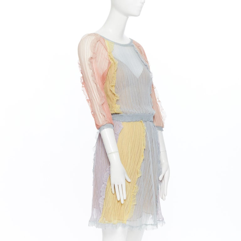 VALENTINO 100% silk knit pastel colorblocked ruffle trimmed 3/4 sleeves dress L In Excellent Condition For Sale In Hong Kong, NT