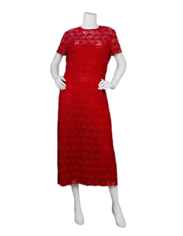 Valentino 2019 Red Floral Lace Midi Dress sz 12  Made In: Italy Year of Production: 2019 Color: Red Materials: 89% cotton, 11% polyester. Combo: 100% polyamide Lining: 91% silk, 9% elastane Opening/Closure: Back hiden zip Overall Condition: