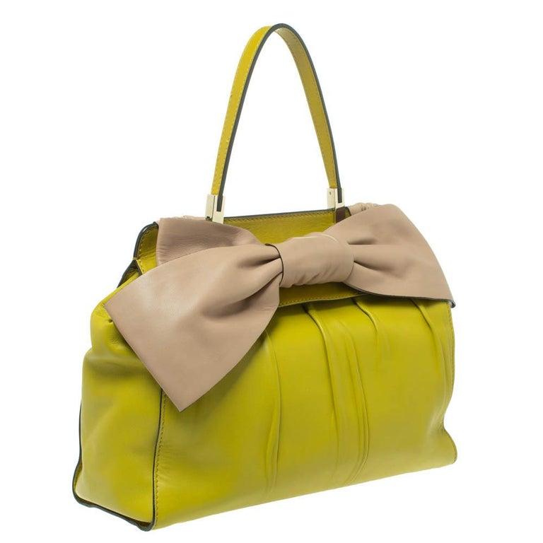 Valentino Avocado/Beige Leather Aphrodite Bow Bag In Good Condition For Sale In Dubai, Al Qouz 2