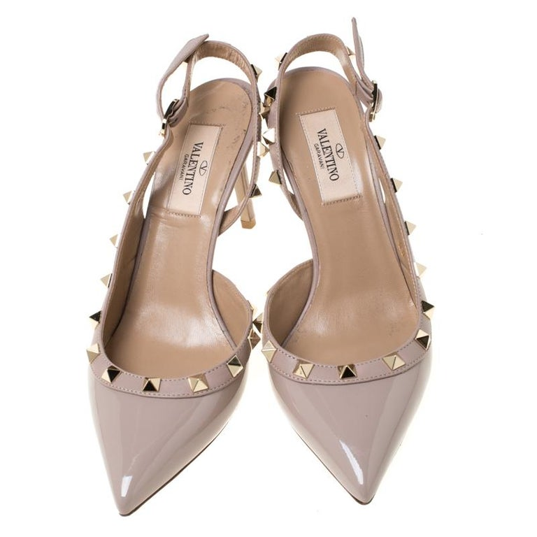 Valentino Beige Patent Leather Studded Pointed Toe Slingback Sandals Size 36.5 In Good Condition For Sale In Dubai, Al Qouz 2