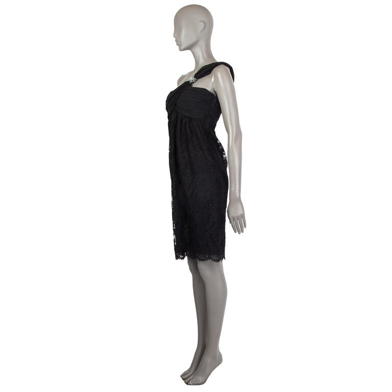 Valentino one-shoulder lace dress in black cotton (77%), nylon (23%) and silk (100%). With draped shoulder and rhinestone and bead application on the strap. Closes with hook and invisible zipper on the side. Lined in black silk (100%). Has been worn