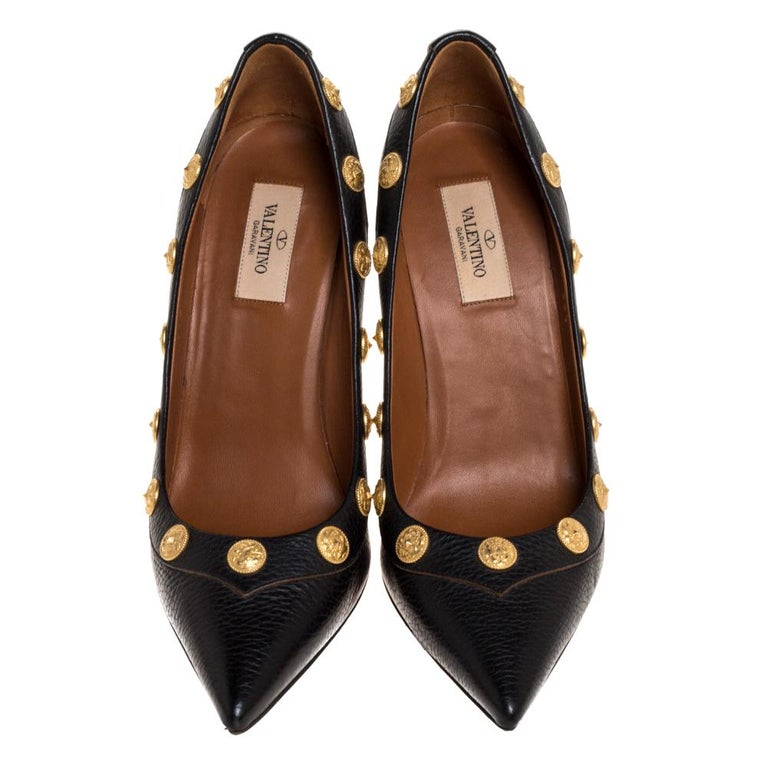 From their shape and detailing to their overall appeal, these Valentino pumps are utterly mesmerizing. The pumps are crafted from leather and decorated with coins. They are complete with smooth leather-lined insoles and 10.5 cm heels.