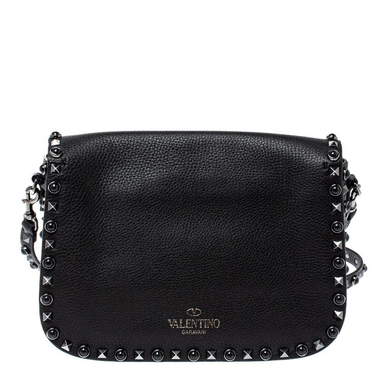 Valentino bags have had a cult following ever since its debut in the year 2010. Expertly designed in a black leather body, this Rolling crossbody bag comes with a flap secured with a silver-tone buckle and detailed with signature Rockstud