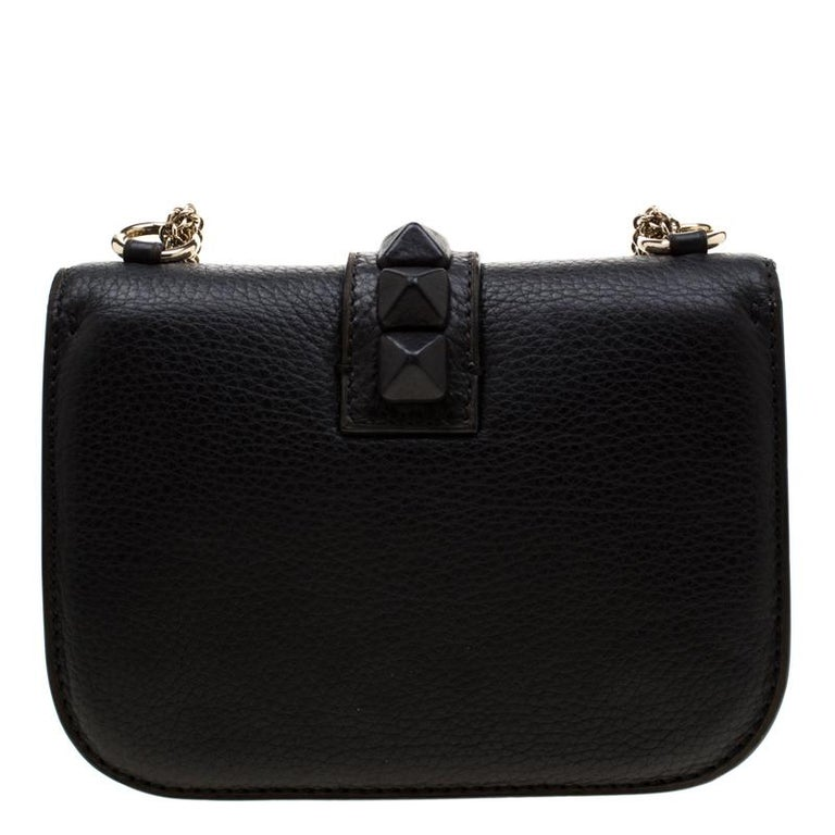 If you are looking for a bag with a blend of modern style and class, this Valentino creation is the answer. Crafted from leather, this black piece comes with a gold-tone chain and a flap with a push-lock to secure the well-sized leather interior.