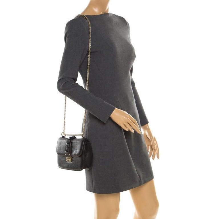 Valentino Black Leather Small Glam Lock Flap Bag In Good Condition For Sale In Dubai, Al Qouz 2