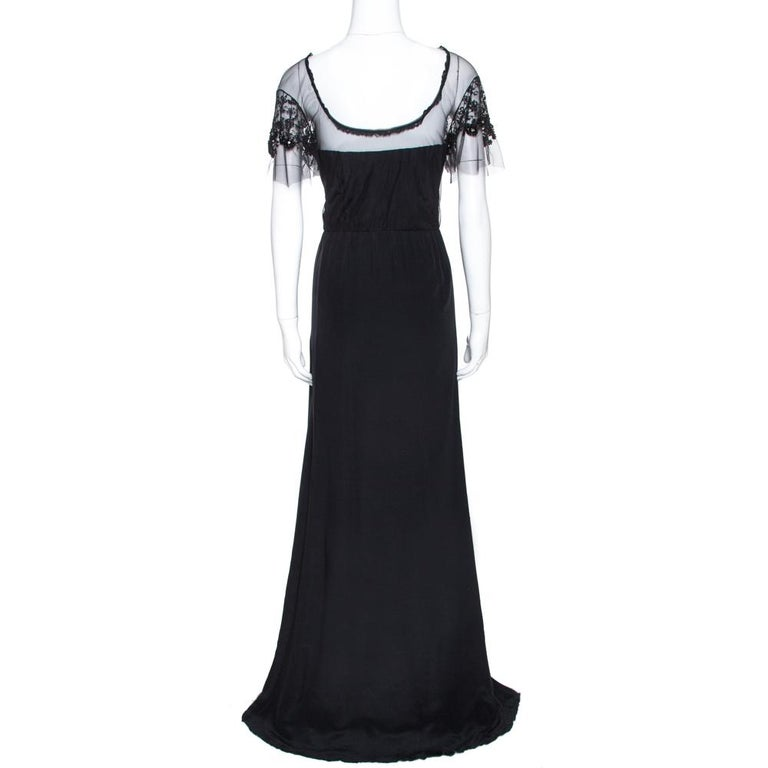This Valentino maxi dress is perfect for special occasions. Crafted from quality silk, it comes in black. It is designed to deliver sophistication and effortless elegance. It is styled with a round neck, lace trims that extend to form sheer sleeves
