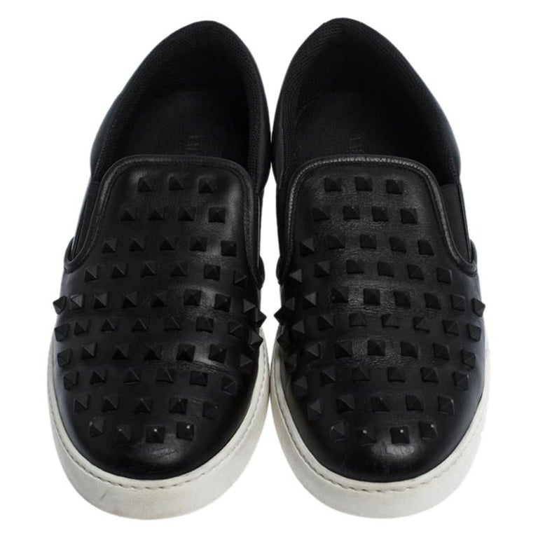 Featuring a leather body with studs on the uppers, these black Valentino sneakers are a sight to admire. The leather insoles and the rubber soles will assist your feet with utmost comfort.