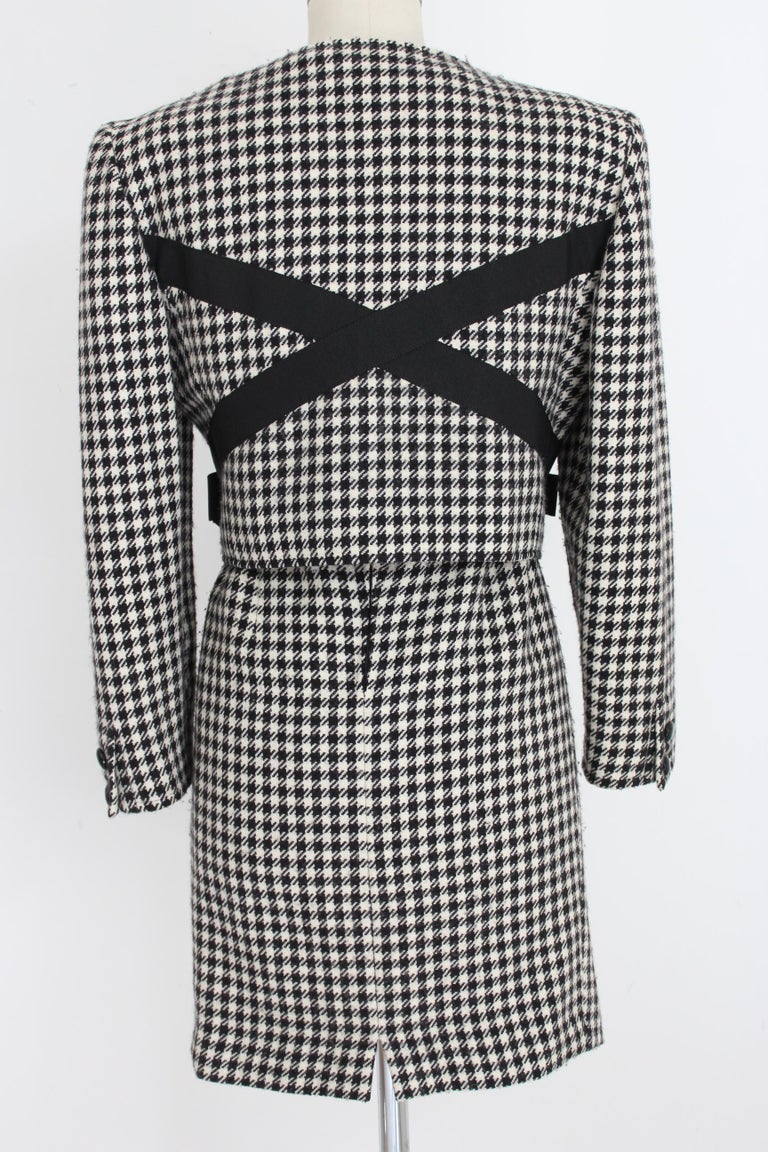 Valentino Boutique 80s vintage women's skirt suit. Houndstooth patterned suit, black and white color. Short jacket at the waist with zip closure, bows on the sides. Straight pencil skirt. 100% wool. Made in Italy. Excellent vintage
