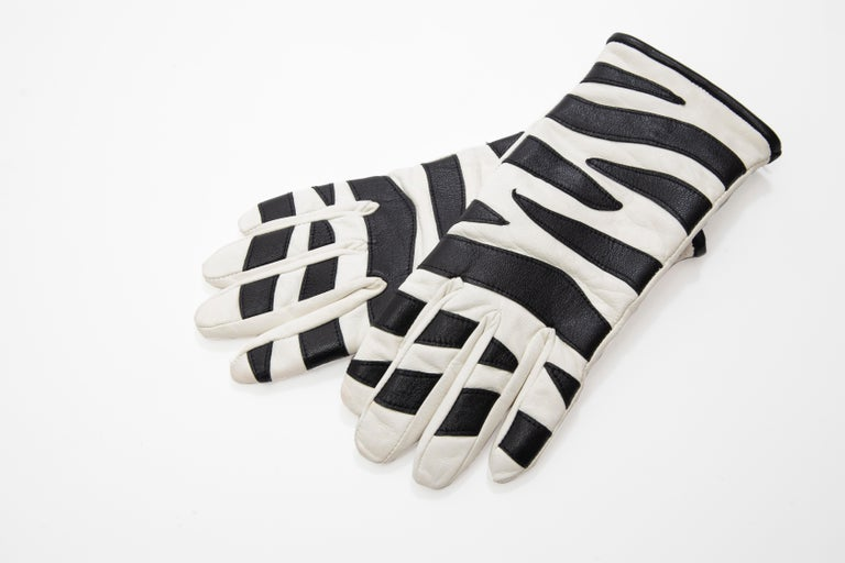 Valentino Boutique Chamois Zebra-Motif Cashmere Lined Gloves, Spring, 1988 In Good Condition For Sale In Cincinnati, OH