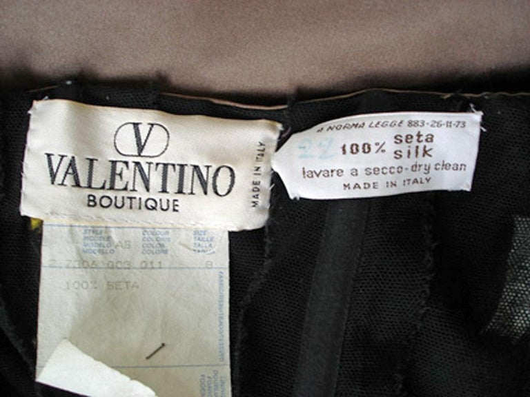 Valentino Entrance Red Carpet Strapless Runway Ball Gown In Excellent Condition For Sale In Los Angeles, CA