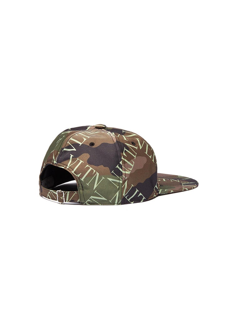 All-over camouflage pattern VLTN logo grid print detail throughout Ventilation holes on the top Adjuster strap at the rear 91% Nylon, 9% Acrylic Lining: 100% Cotton Made in Italy, 2020
