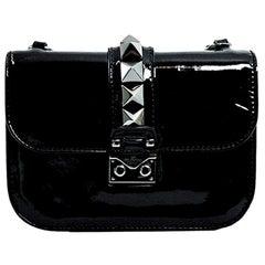VALENTINO GARAVANI Glamlock Shoulder bag in Black Patent leather