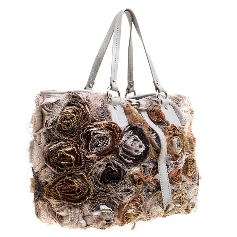 Valentino Gery Fabric and Leather Flower Tote In Good Condition For Sale In Dubai, Al Qouz 2