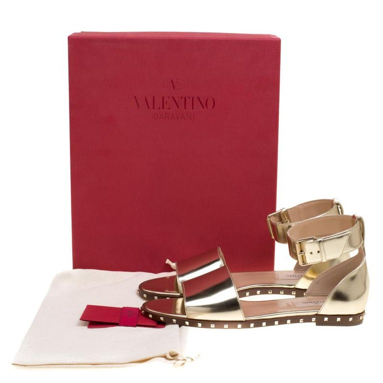 e4f16c5014e3 Valentino Gold Leather Soul Rockstud Ankle Strap Flat Sandals Size 37.5 For  Sale 4
