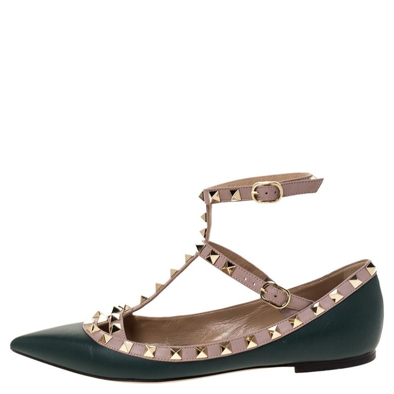 How can one not fall in love with these ballet flats by Valentino! They've been beautifully crafted from leather and are styled with pointed toes and signature Rockstud details on the buckled leather straps that form a cage effect on the vamps.