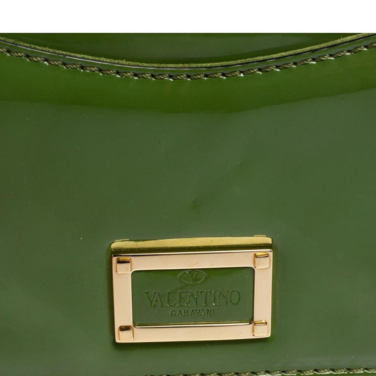 Valentino Green Patent Leather Rockstud Bow Wristlet Clutch For Sale 5