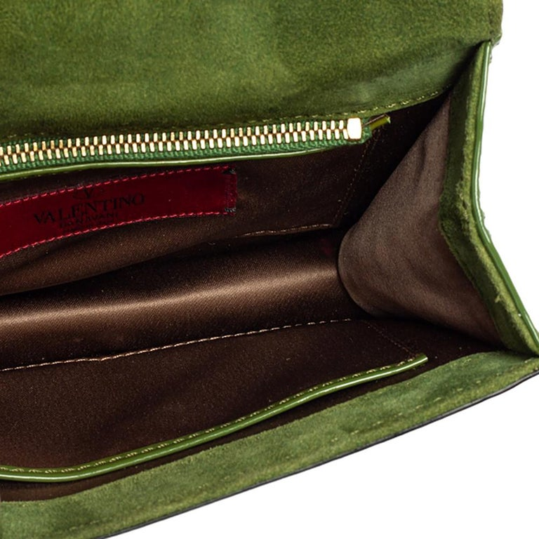 Valentino Green Patent Leather Rockstud Bow Wristlet Clutch For Sale 1