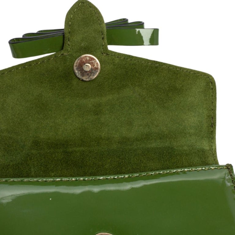 Valentino Green Patent Leather Rockstud Bow Wristlet Clutch For Sale 2