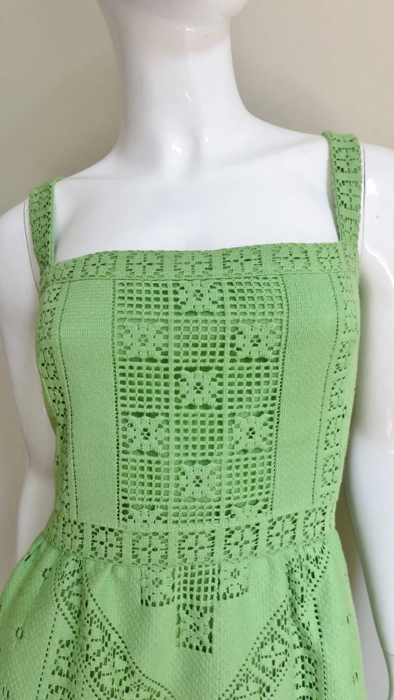 Valentino New Guipure Lace Dress In Excellent Condition For Sale In Watermill, NY
