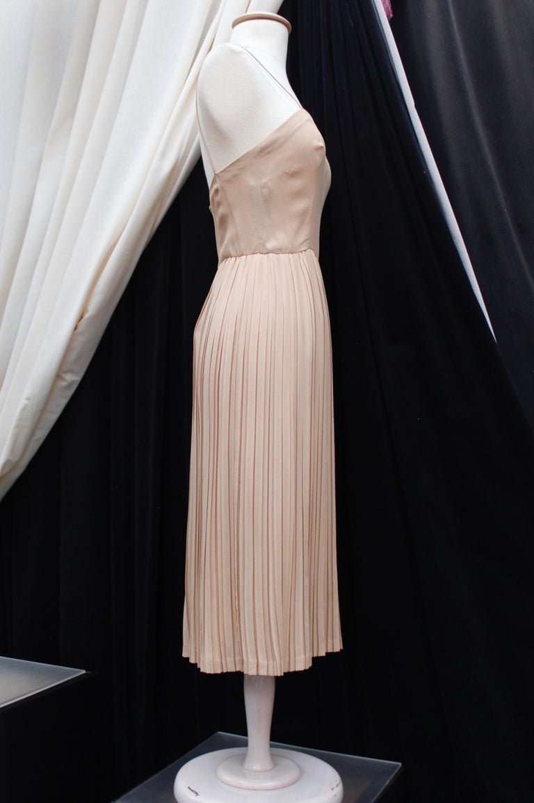 Valentino Haute Couture gorgeous beige silk chiffon cocktail dress with embroide For Sale 1