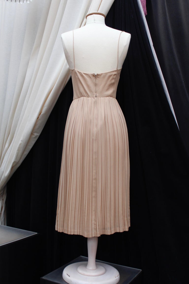 Valentino Haute Couture gorgeous beige silk chiffon cocktail dress with embroide For Sale 2