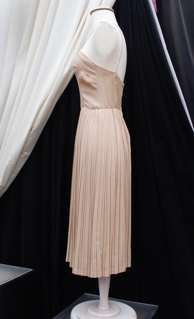 Valentino Haute Couture gorgeous beige silk chiffon cocktail dress with embroide For Sale 3