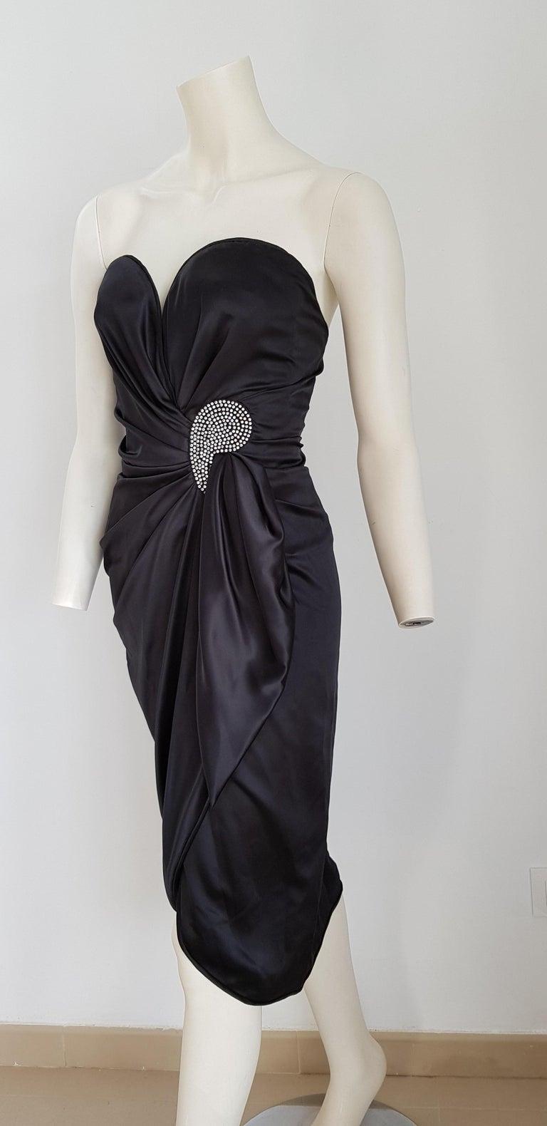 VALENTINO Haute Couture Swarovski Diamonds Drop in Front, Silk Gown- Unworn, New In New Condition For Sale In Somo (Santander), ES