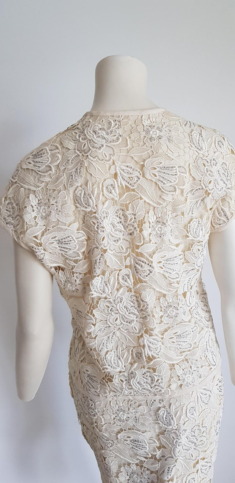 VALENTINO Haute Couture Swarovski Diamonds Embroidered Lace Beige Suit - Unworn For Sale 7
