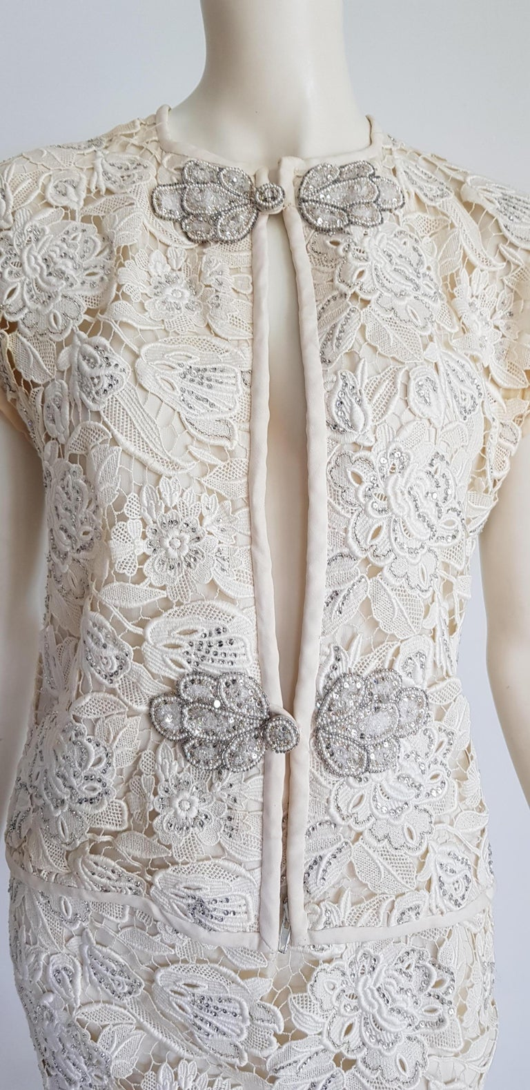 VALENTINO Haute Couture Swarovski Diamonds Embroidered Lace Beige Suit - Unworn For Sale 11