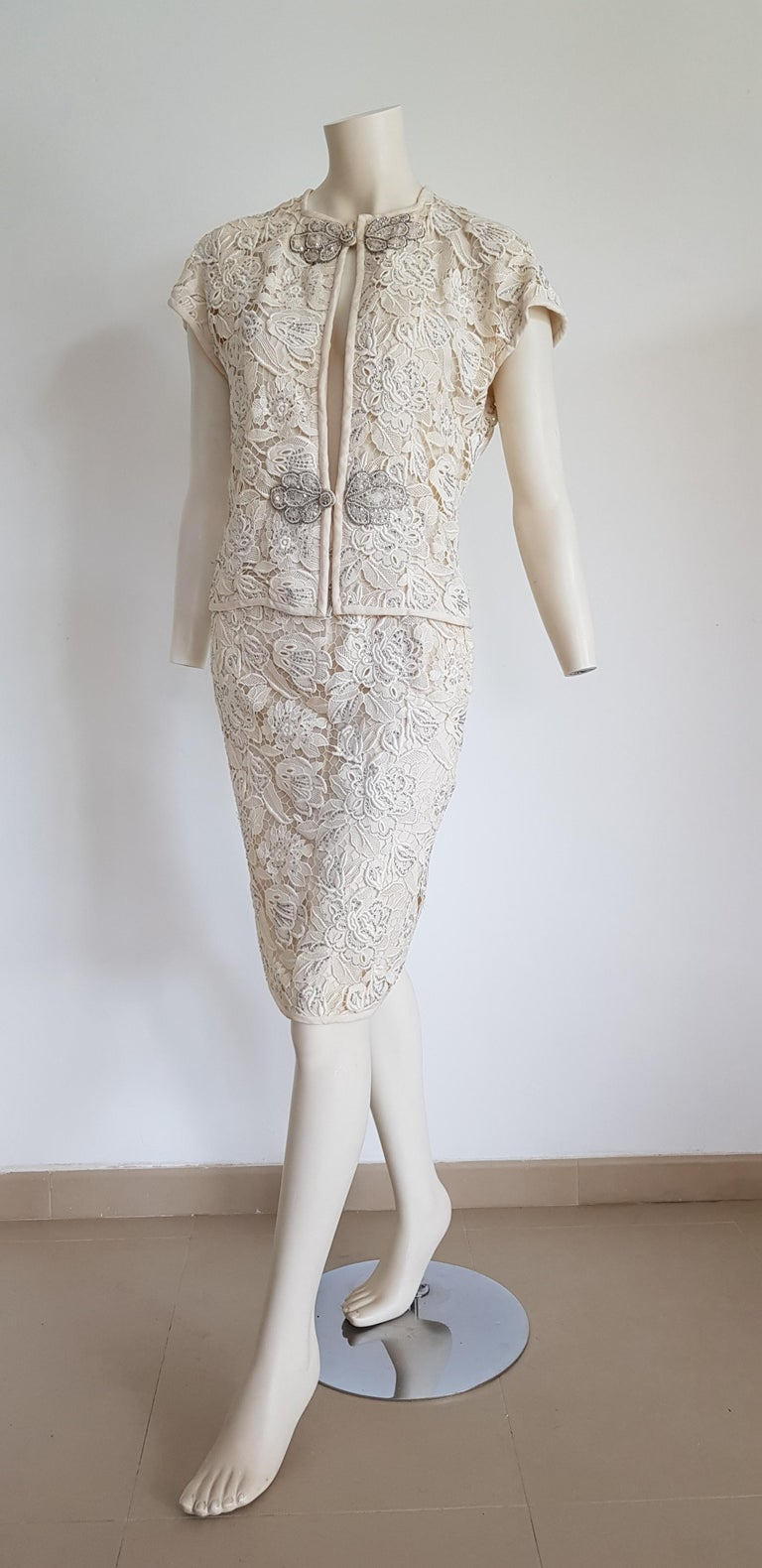VALENTINO Haute Couture Swarovski Diamonds Embroidered Lace Beige Suit - Unworn In New Condition For Sale In Somo (Santander), ES