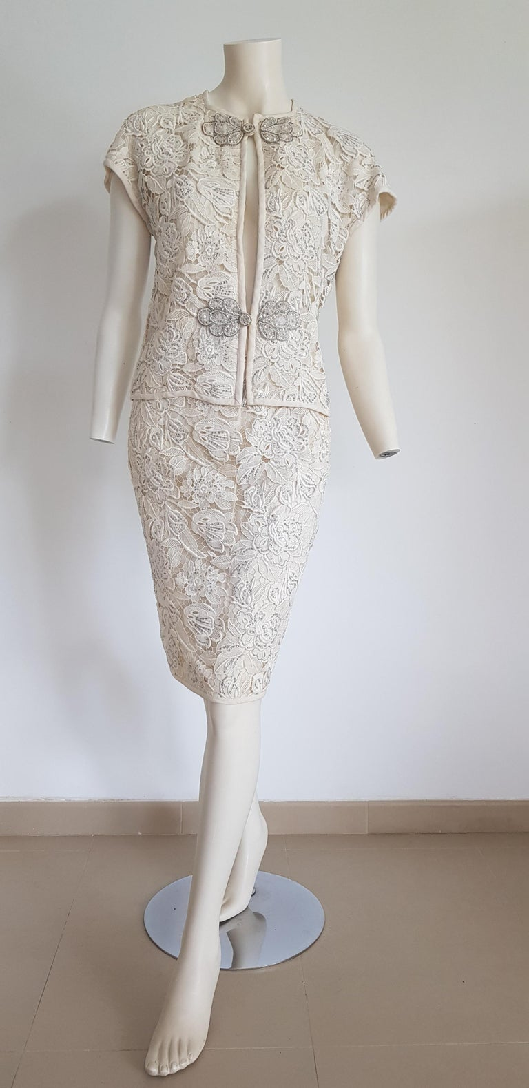 Women's VALENTINO Haute Couture Swarovski Diamonds Embroidered Lace Beige Suit - Unworn For Sale