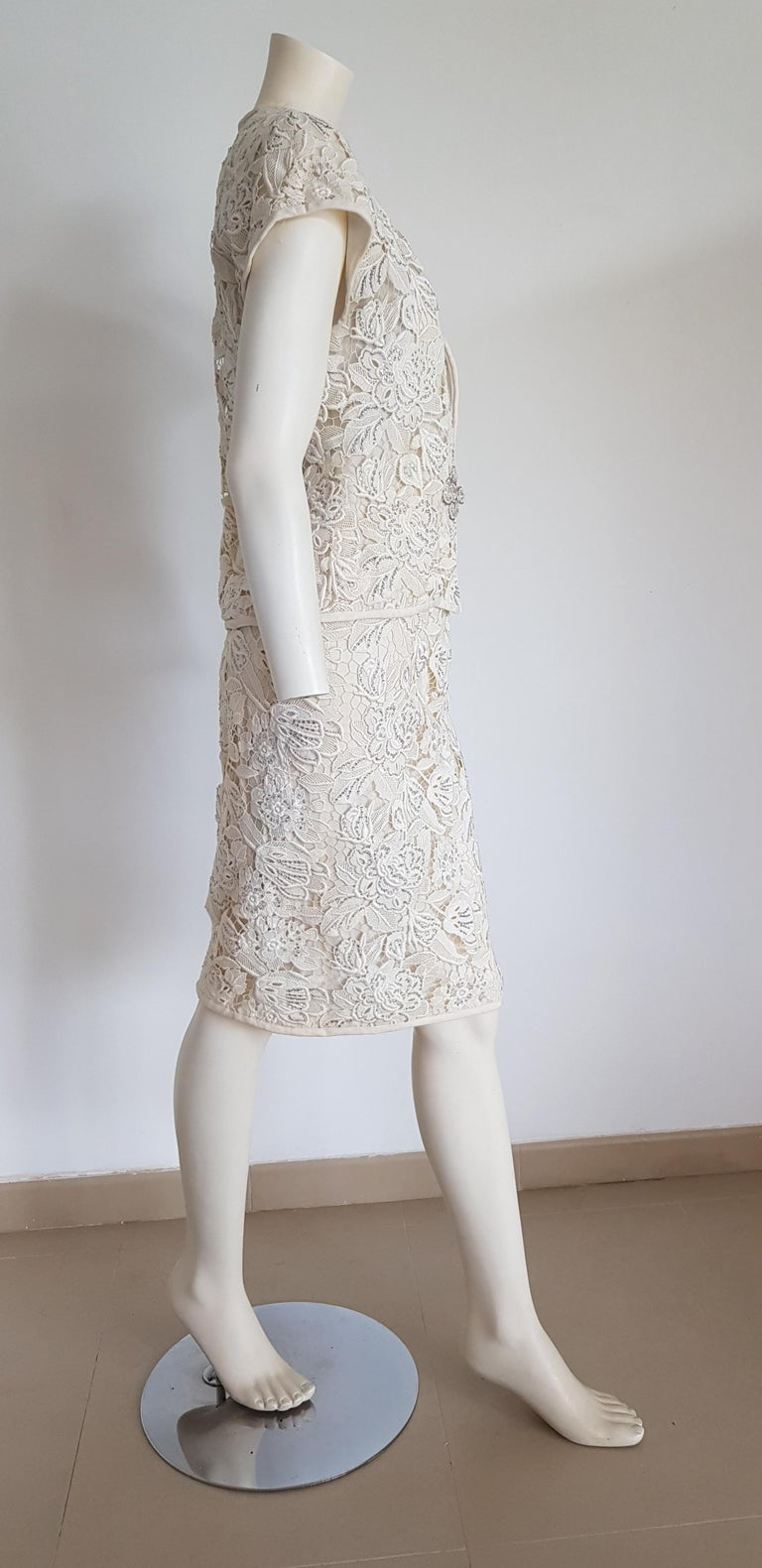 VALENTINO Haute Couture Swarovski Diamonds Embroidered Lace Beige Suit - Unworn For Sale 1