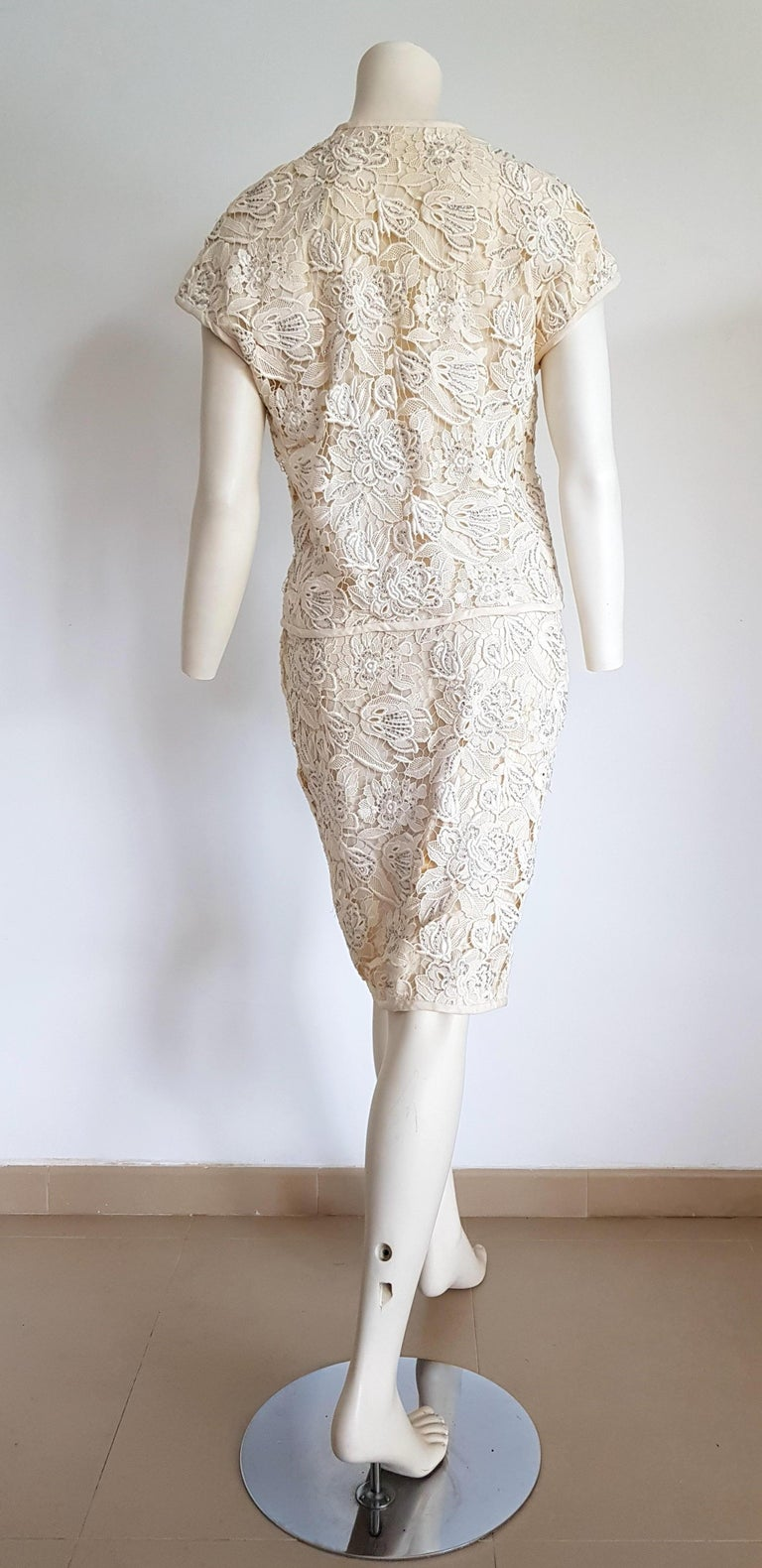 VALENTINO Haute Couture Swarovski Diamonds Embroidered Lace Beige Suit - Unworn For Sale 2