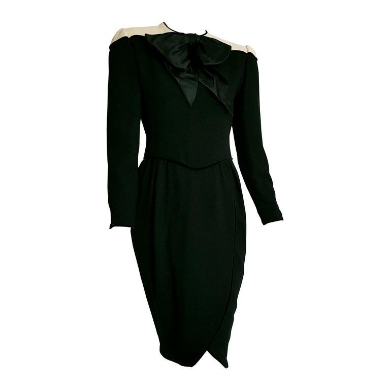 "VALENTINO ""New"" Black Cream Silk Wool Crêpe Bow Dress - Unworn For Sale"