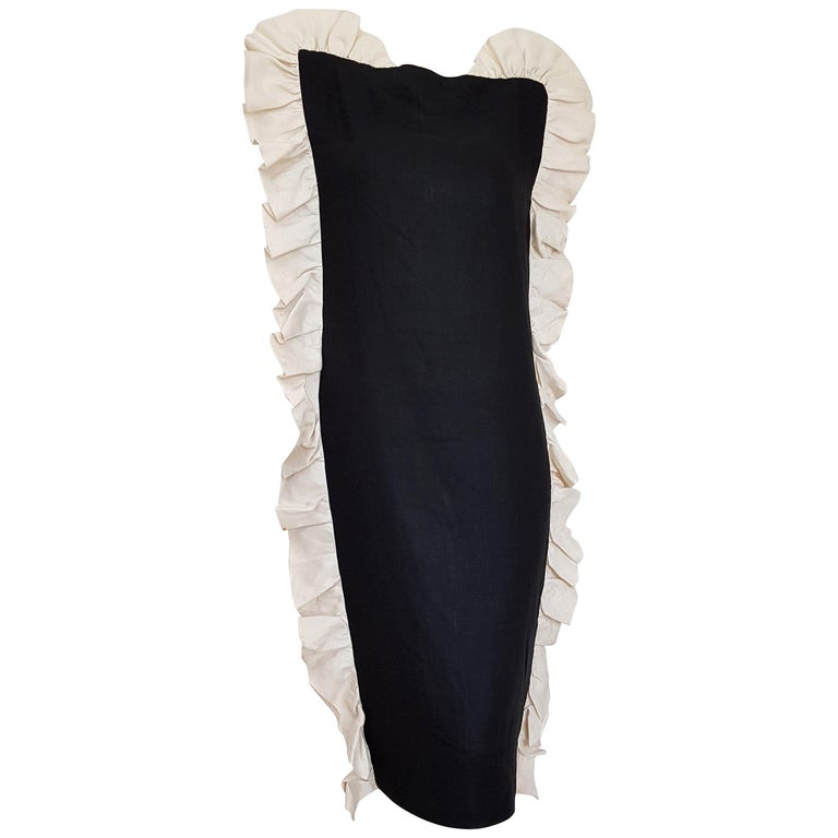 VALENTINO black with vertical wavy white edges, linen and silk dress - Unworn, New. .. SIZE: equivalent to about Small / Medium, please review approx measurements as follows in cm: lenght 105, chest underarm to underarm 50, bust circumference 90,