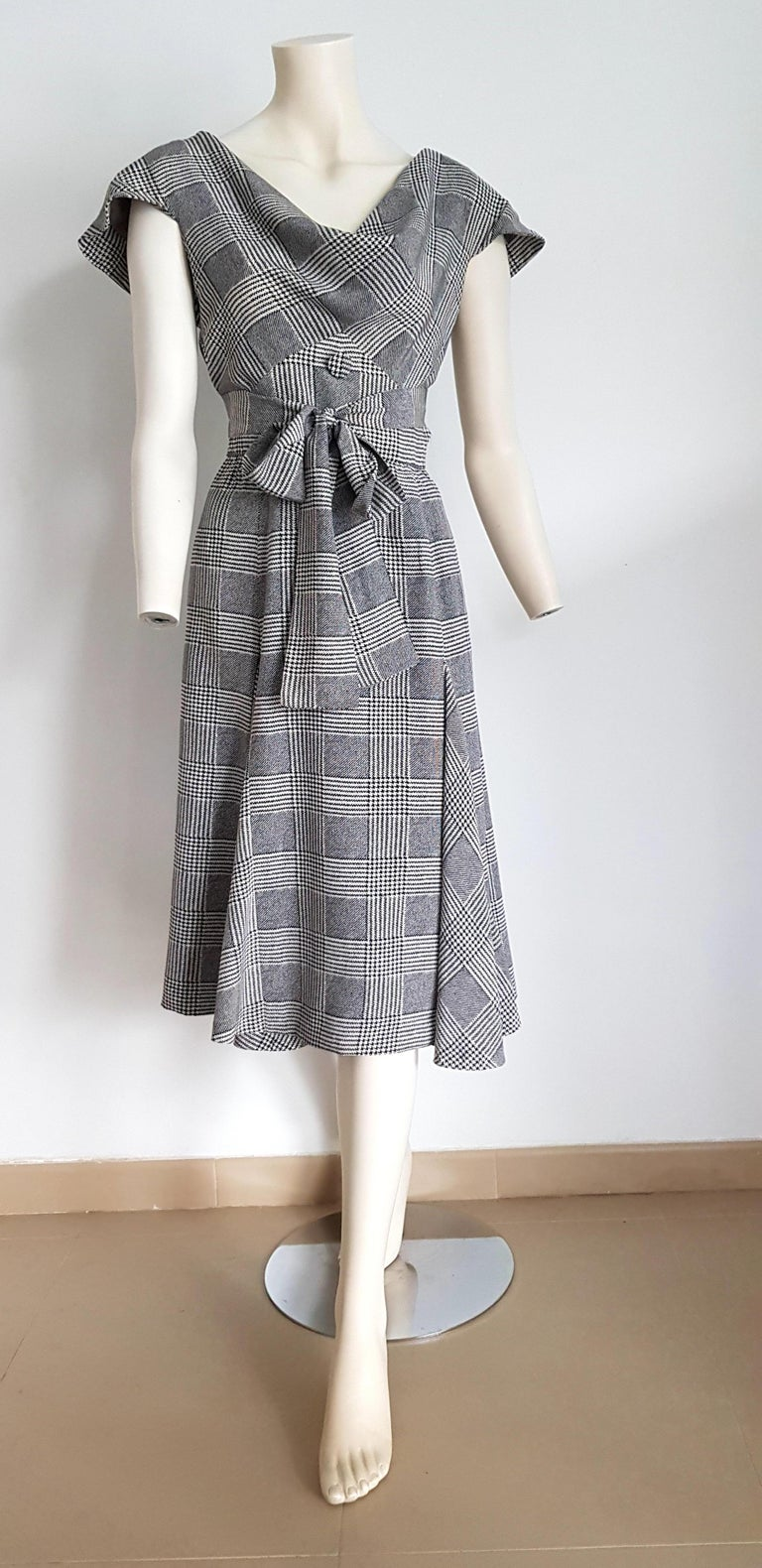 VALENTINO black and white Prince of Wales, 2 bands on the chest, 3 buttons waistband on the back, silk dress - Unworn, New. .. SIZE: equivalent to about Small / Medium, please review approx measurements as follows in cm: lenght 112, chest underarm