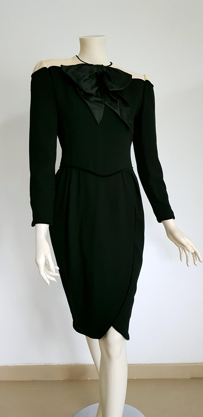 VALENTINO black wool and silk crêpe, white shoulders, bow in front, velvet hems dress - Unworn. .. SIZE: equivalent to about Small / Medium, please review approx measurements as follows in cm: lenght 105, chest underarm to underarm 46, bust
