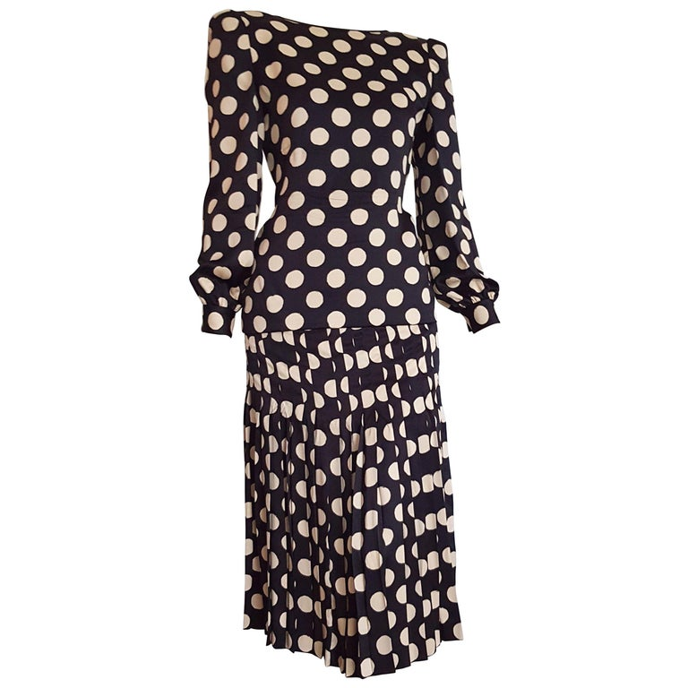 VALENTINO Haute Couture Black silk with white polka dots, Flower on the back, suit skirt - Unworn, New. .. SIZE: equivalent to about Small / Medium, please review approx measurements as follows in cm.  JACKET BLOUSE: lenght 60, chest underarm to