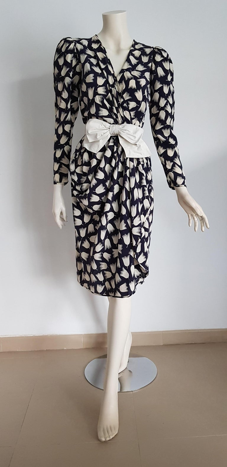 VALENTINO Haute Couture, black, white tulips belt with bow, silk dress - Unworn, New.  SIZE: equivalent to about Small / Medium, please review approx measurements as follows in cm: lenght 108, chest underarm to underarm 50, bust circumference 91,