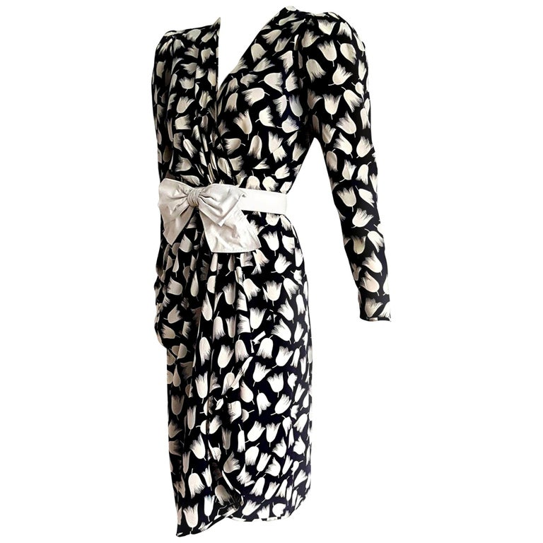 "VALENTINO ""New"" Haute Couture Black White Tulips Belt Silk Dress - Unworn For Sale"
