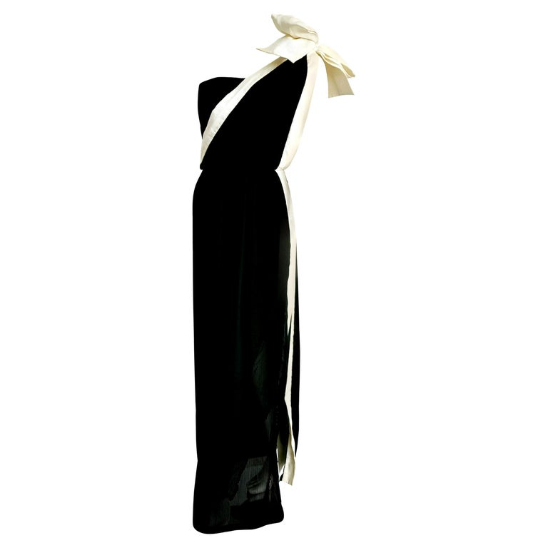 """VALENTINO """"New"""" Haute Couture White Bow Pleated Black Silk Dress Gown - Unworn  For Sale"""