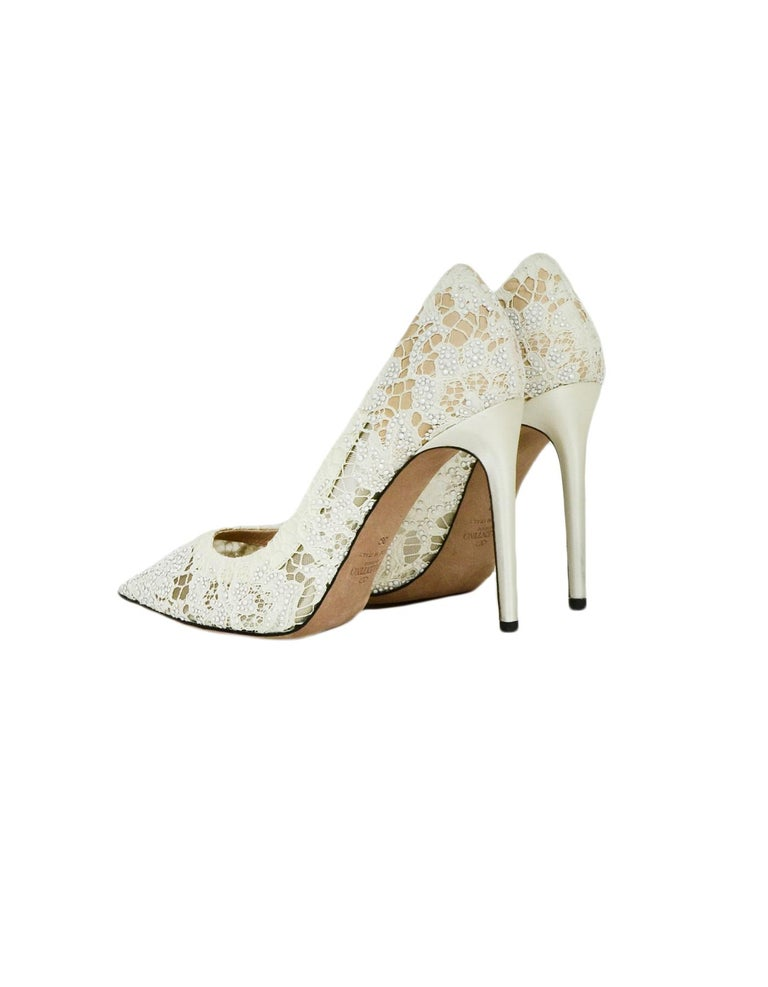 Beige Valentino off-White Lace/Crystal Point Toe Pumps sz 39 For Sale