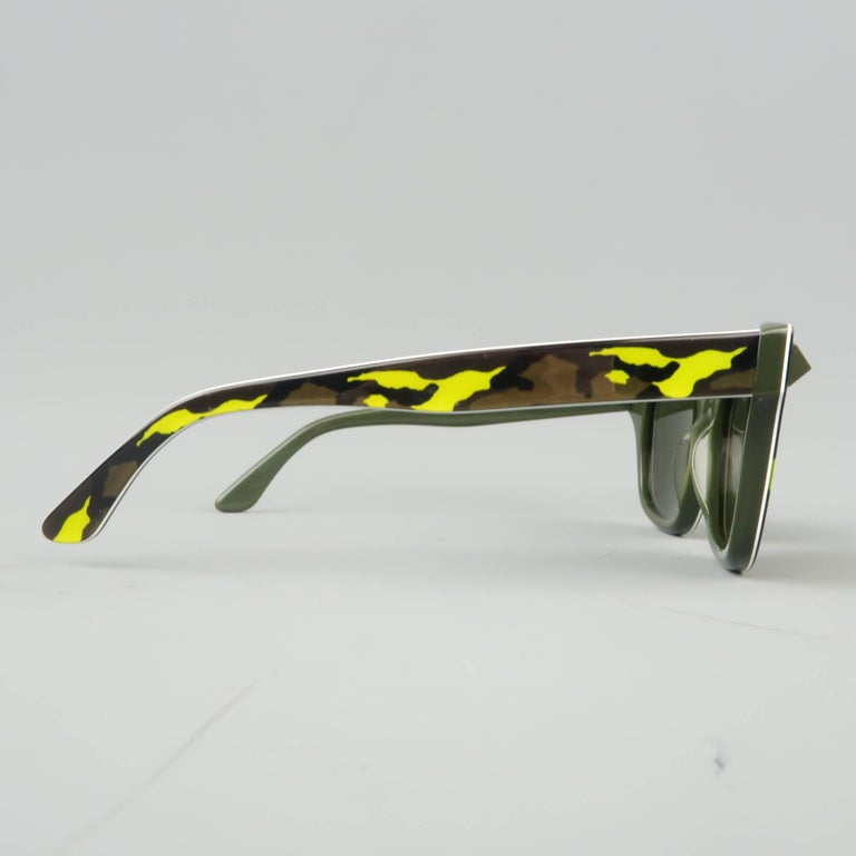 VALENTINO Olive & Lime Green Camouflage Acetate Rockstud Wayfarer Sunglasses In New Condition For Sale In San Francisco, CA