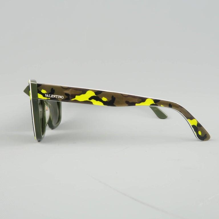 VALENTINO Olive & Lime Green Camouflage Acetate Rockstud Wayfarer Sunglasses For Sale 3