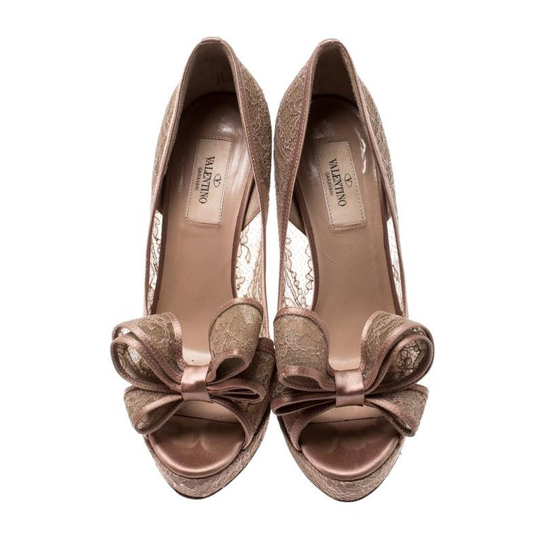 Brown Valentino Pale Pink Floral Couture Bow Lace Peep Toe Platform Pumps Size 38 For Sale